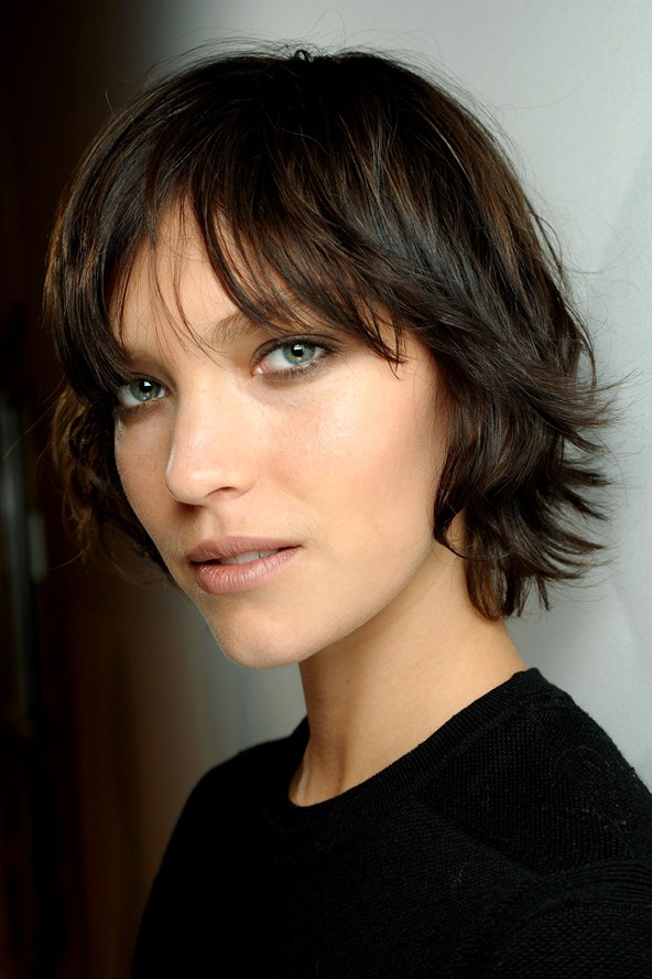 layered crop hairstyle of a burberry model