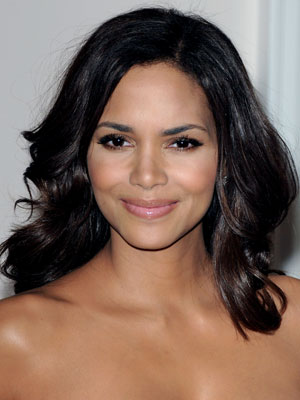 Halle_Berry flared out curls
